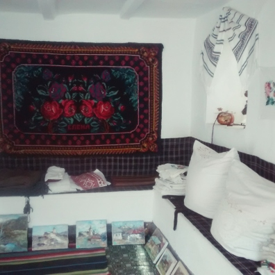 Traditionalpillows, paintings and carpets